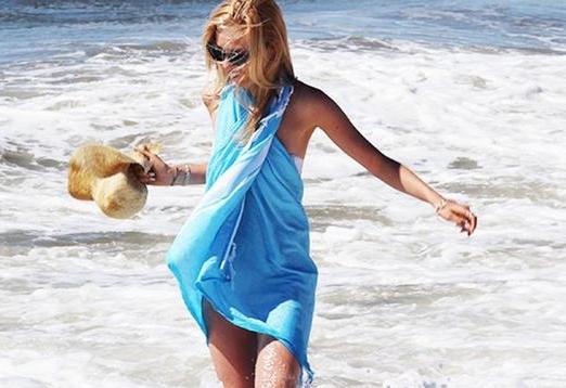 teal turkish towel girl2