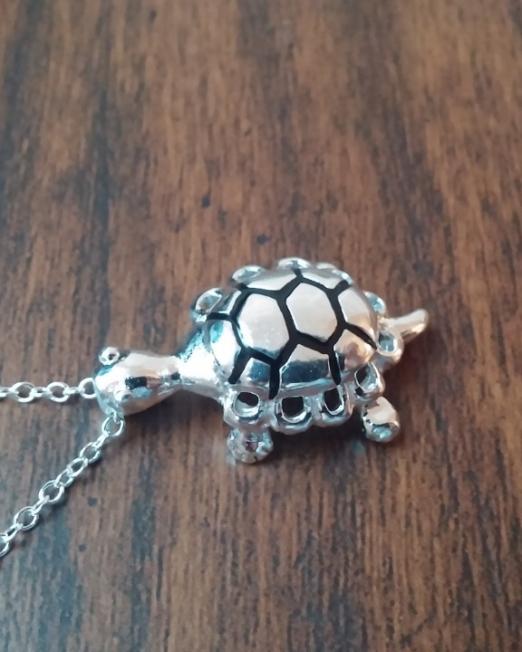 Turtle necklace2